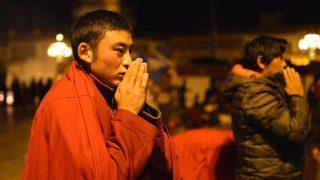 티베트 불교 신자를 통제하기 위해 생계 수당 정책을 사용하는 정부