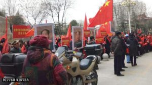 산시(山西)성 윈청(運城)시에서 위인의 날을 선전하는 행진 무리