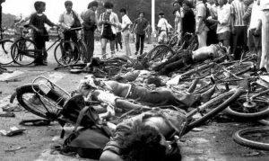 천안문광장에서 처형당한 시민들의 시체, 1989년 6월 4일