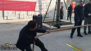 2019년 1월의 어느 일요일, 허난성(河南省)의 한 마을에서 주민들을 위해 줄다리기를 비롯해 여러 행사를 개최한 모습
