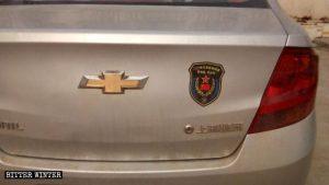 리 광밍을 비롯해 그의 동료 퇴직 군인들이 수령한 차량용 스티커