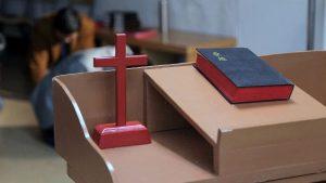 교회 십자가 성경책