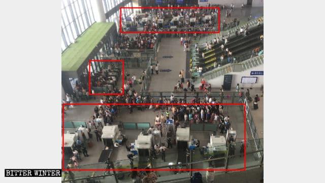우루무치시 기차역의 보안 검사 구역