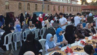 이프타르 축제가 준비된 모습