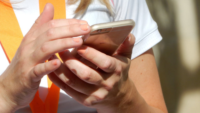 핸드폰 앱 사용