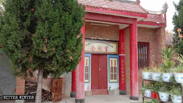 북자이즈(北寨子)촌의 관제묘(關帝廟)에서는 조각상이 덮개로 가려지고 '촌 회의장'이라는 현판이 내걸렸다