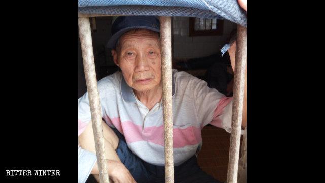 7월에 어저우(鄂州)시에 있는 어느 정신 병원에 갇힌 옌춘샹 씨의 모습