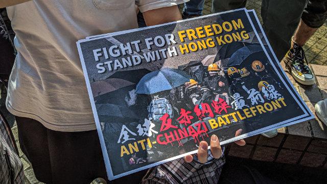 """""""자유를 위해 싸우자, 홍콩과 함께 서라."""""""