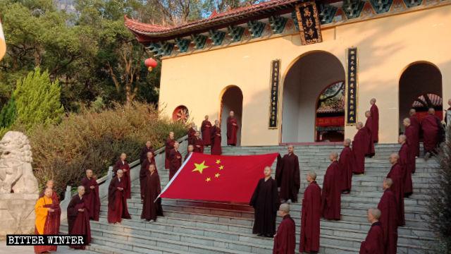 중국 전역에서 국경절 기념을 강요받는 불교 신자들