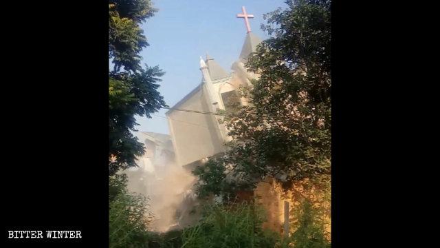 9월 10일, 량춰촌에서 강제 철거된 다른 삼자교회의 모습