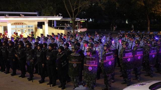 칭다오(靑島)시에서 열린, 탄압 작전의 개시를 알리는 기념식