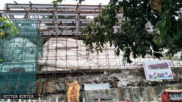 중국 쓰촨(四川)성에서 수백개의 불상이 철거돼