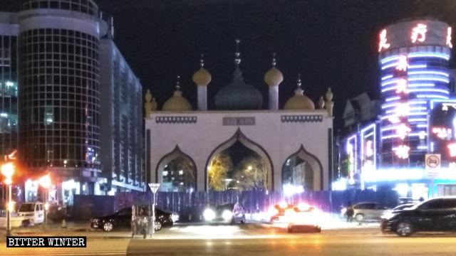 파괴되는 이슬람 건물, 제거되는 이슬람 상징