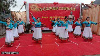 크리스마스는 잊고 마오쩌둥 동지를 기념하라!