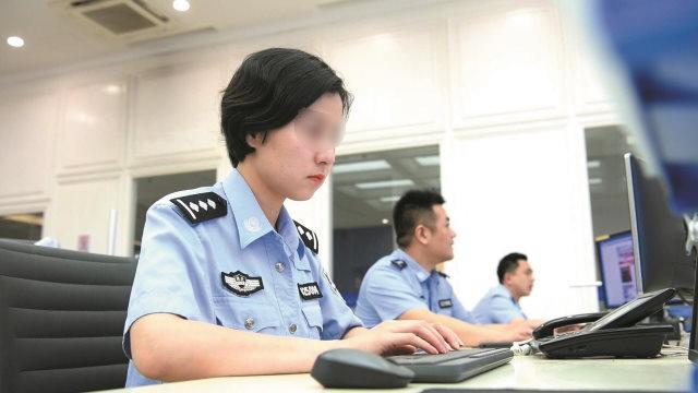 근무 중인 중국의 사이버 경찰