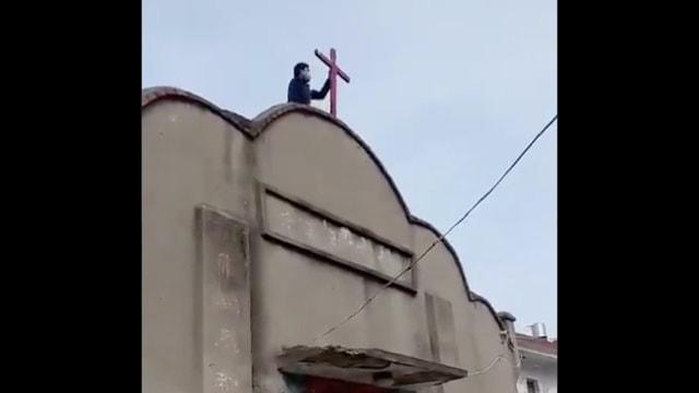 철거 중인 안후이성 벙부시 화이상구의 한 예배소 십자가