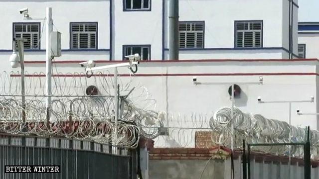 신장 하미(哈密)시에 위치한 한 재교육수용소