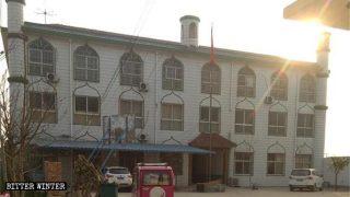 이슬람 학교가 폐쇄되고 10만 권의 코란이 소각돼