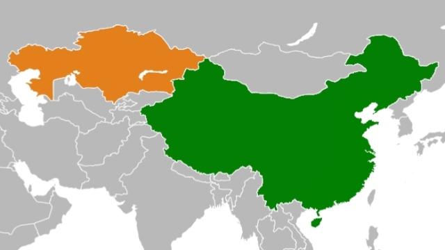 지도상에서 좌측이 카자흐스탄, 우측이 중국