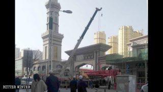 팬데믹 상황에서 더 극성을 부리는 모스크 '중국화' 캠페인
