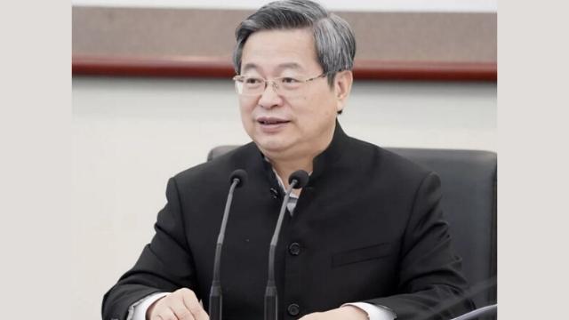 새 숙청 계획을 발표하는 공산당의 떠오르는 신예 첸이신(陳一新)