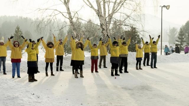 러시아 이르쿠츠크(Irkutsk)에 있는 파룬궁 수련생