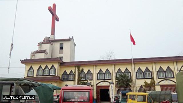 십자가가 철거되기 전 장성교회의 모습