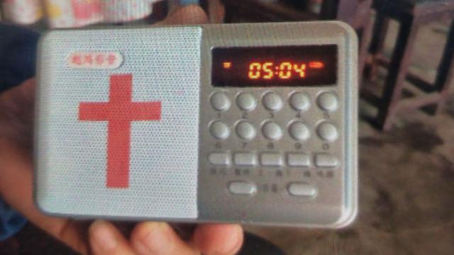 저장성의 한 삼자교회 집사가 구입한 웨훙 브랜드의 성경 플레이어