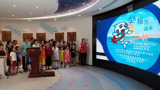 8월, 옌톈구의 반사교 교육 기지에서 열린 사교 신자 신고 훈련에 참석 중인 청소년들